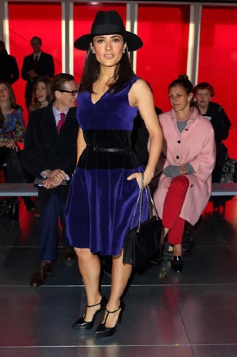 Hoy la mexicana y Francois-Henri Pinault acudieron a Londres para presenciar la pasarela de Christopher Kane; ahí compartieron asiento con dos grandes de la moda.