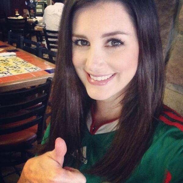 La modelo Karin Ontiveros presumió orgullosa su pasión por el futbol.
