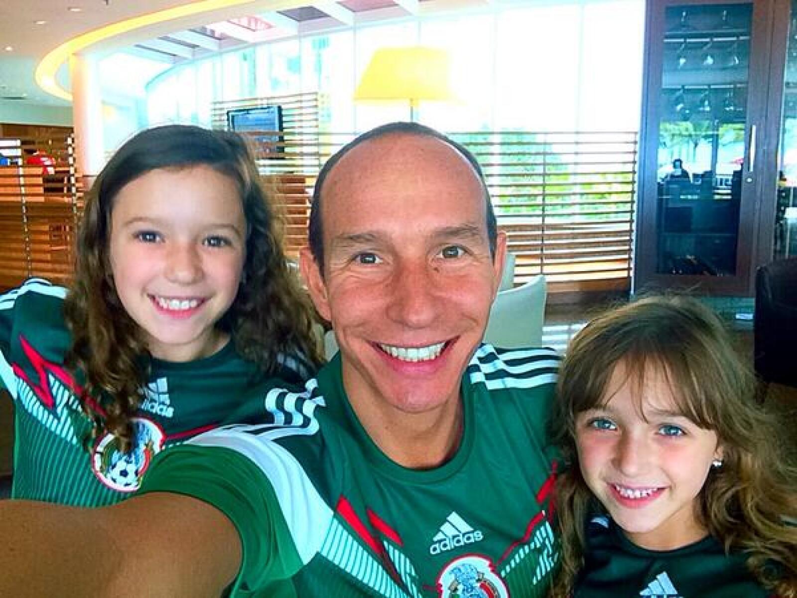 Erik Rubín, Mia y Nina ya están listos para apoyar al equipo mexicano frente a Camerún.
