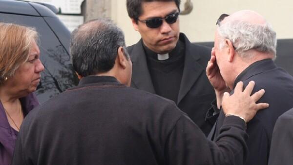 El empresario acompañó a su amigo y ex socio durante las exequias de la madre del obispo de Ecatepec.