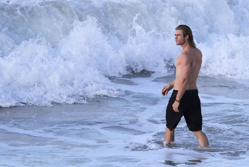Chris Hemsworth dominando las aguas en St. Barths.