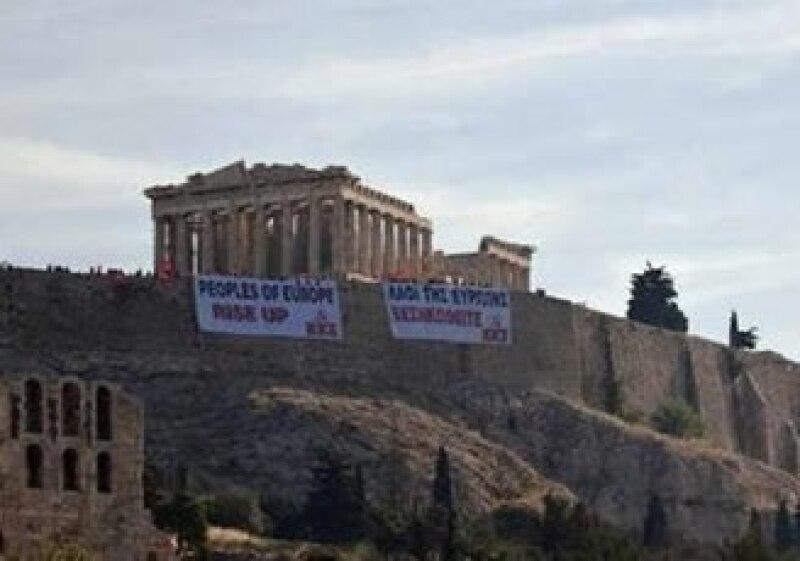 Personas en Grecia han manifestado su oposición a los planes de austeridad del Gobierno. (Foto: Reuters)