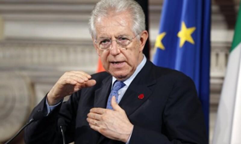Mario Monti, primer ministro de Italia, ha sido criticado por elevar los impuestos en momentos en que muchos italianos tienen problemas económicos.  (Foto: Reuters)