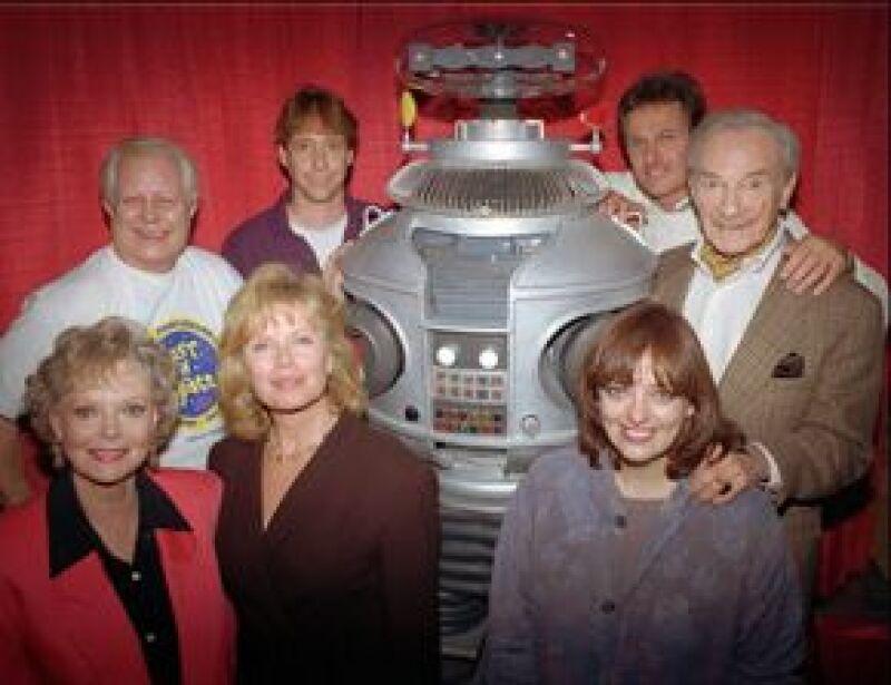 """El actor, quien usara el traje del Robot en la serie de los años 60 """"Perdidos en el espacio"""", falleció a causa de una insuficiencia cardiaca congestiva en un hospital de Lancaster."""