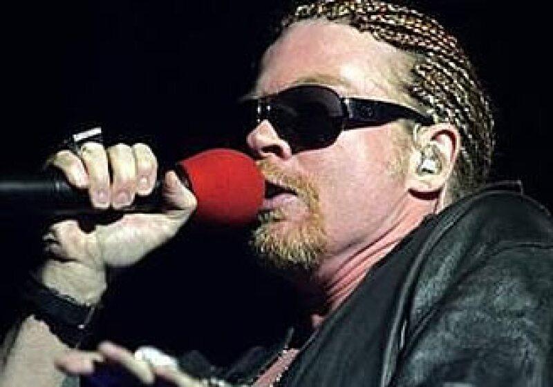 Axl Rose en concierto en 2006. El último disco de su grupo salió en noviembre de 2008. (Foto: Reuters)