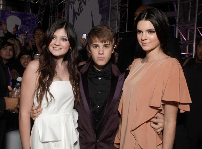 Y por supuesto, ni qué decir con las hermanas Jenner, con quien en numerosas ocasiones se le ha ligado.