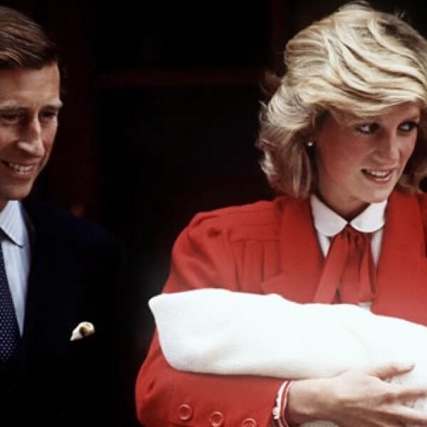 presentacion del principe harry tras su nacimiento