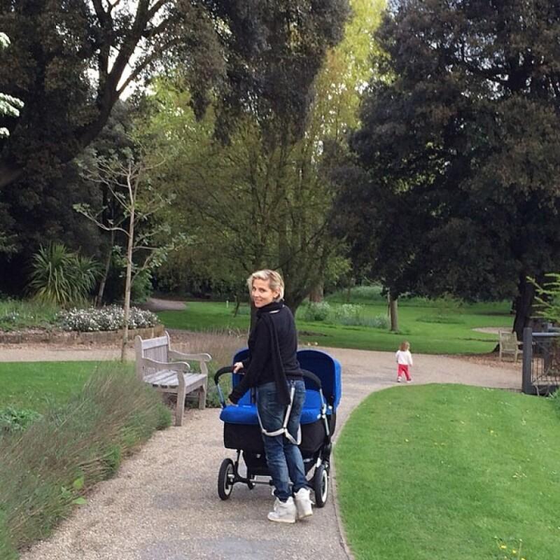 En una tierna imagen compartida en Instagram la esposa de Chris Hemsworth presentó un poco más de uno de sus gemelos Sasha y Tristan.