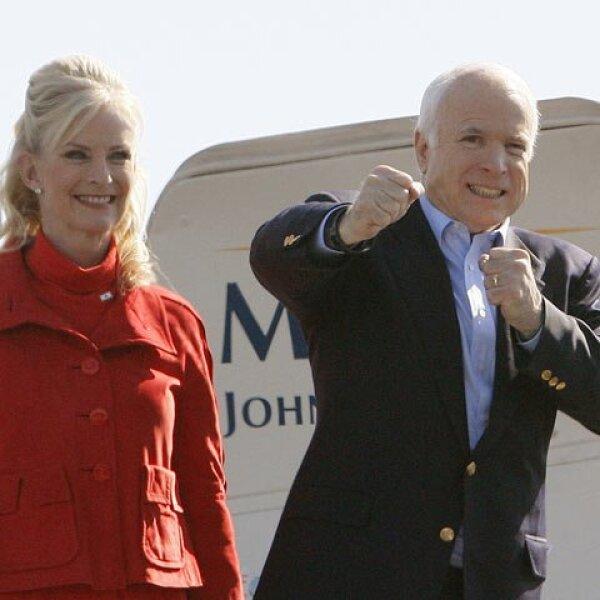 McCain aún da pelea. Un sondeo del diario The Wall Street Journal y la cadena NBC da a Obama ocho puntos de ventaja sobre McCain. La semana pasada la ventaja era de 10 puntos. Sí es menor pero aún es considerable la diferencia.