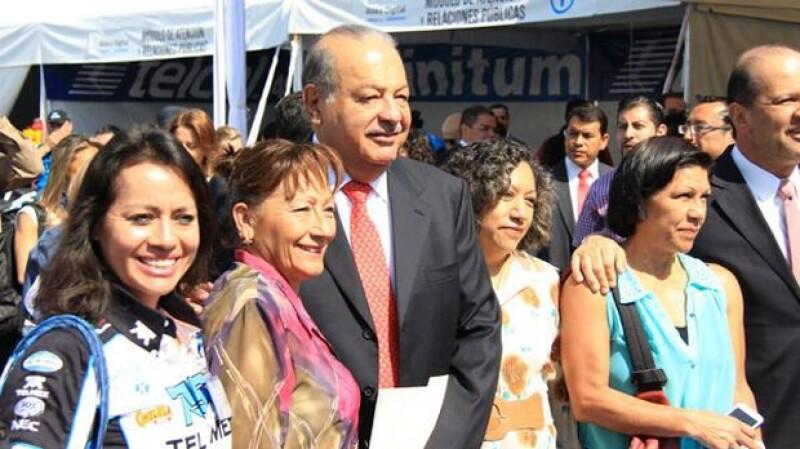 Ayer por la tarde el exitoso empresario y el jefe de gobierno dieron por iniciada la Aldea Digital 2014 en el zócalo de la Ciudad de México.