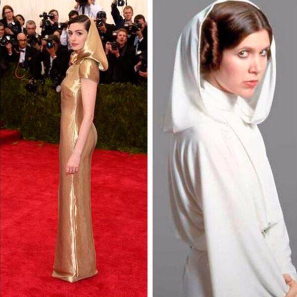 Anne Hathaway y su vestido dorado con capucha fueron comparados con la princesa Lea de la saga La Guerra de las Galaxias.