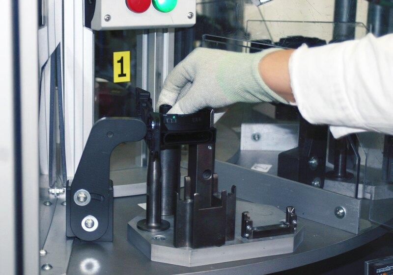 El producto se somete a pruebas calidad para garantizar que cada pieza funcione. Foto: Ivet Rodr�guez