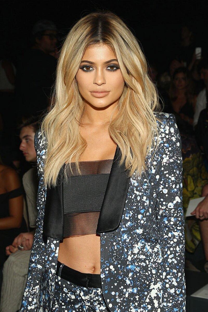 Las famosas técnicas de maquillaje que utilizan las Kardashian-Jenner pueden recrearse desde casa, pero eso no significa que saldrá barato.