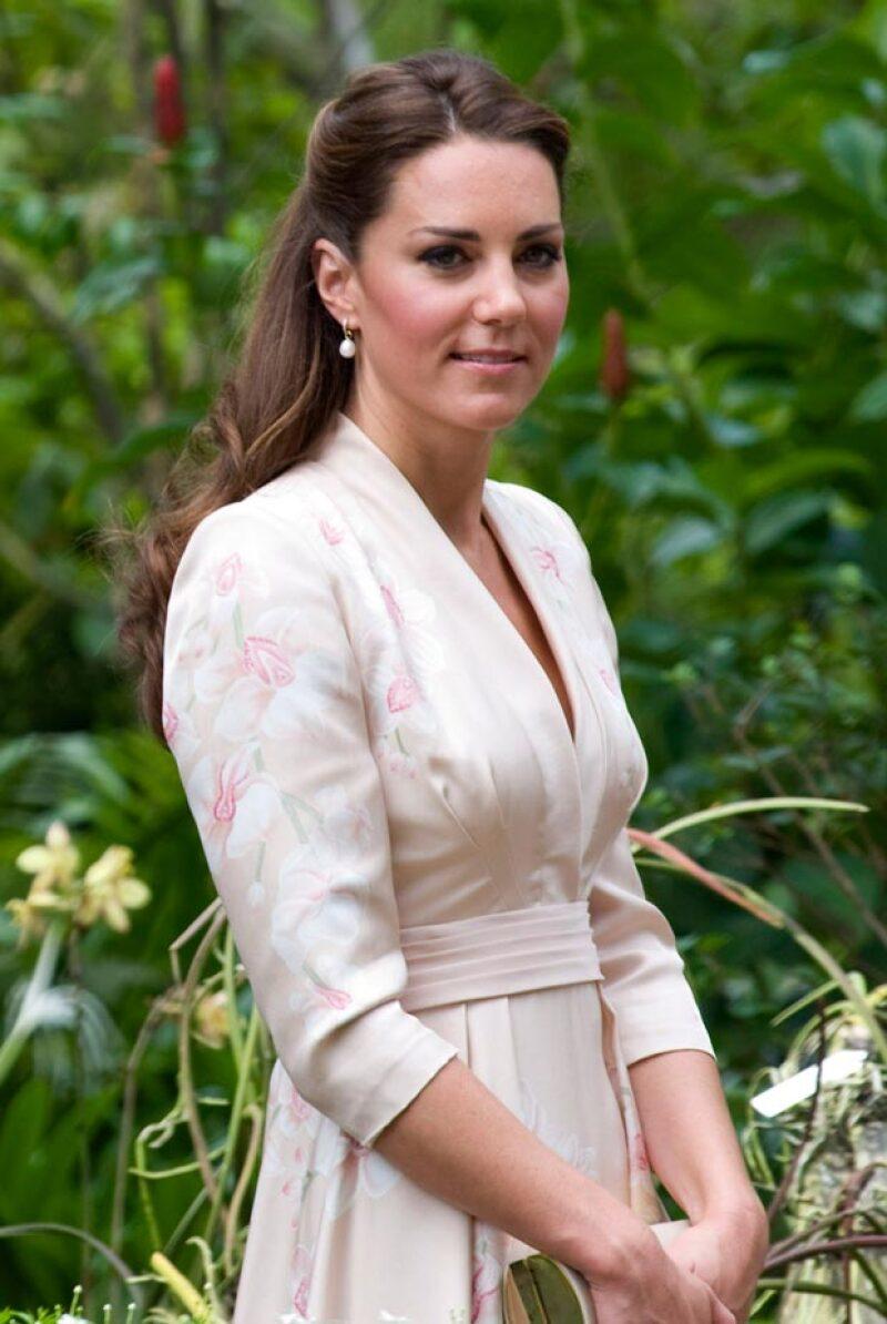 Hace unas semanas la Duquesa ganó el premio de la persona más bella sin maquillaje, ahora, su cabellera es la que se supera a otras famosas como Michelle Obama.