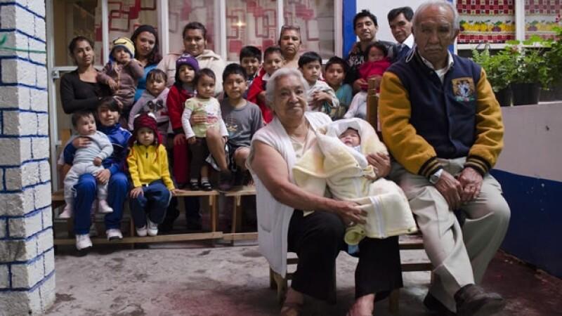 Un hogar de tipo familiar en la Ciudad de México, integrada por padre, madre, hijos, abuelos y nietos