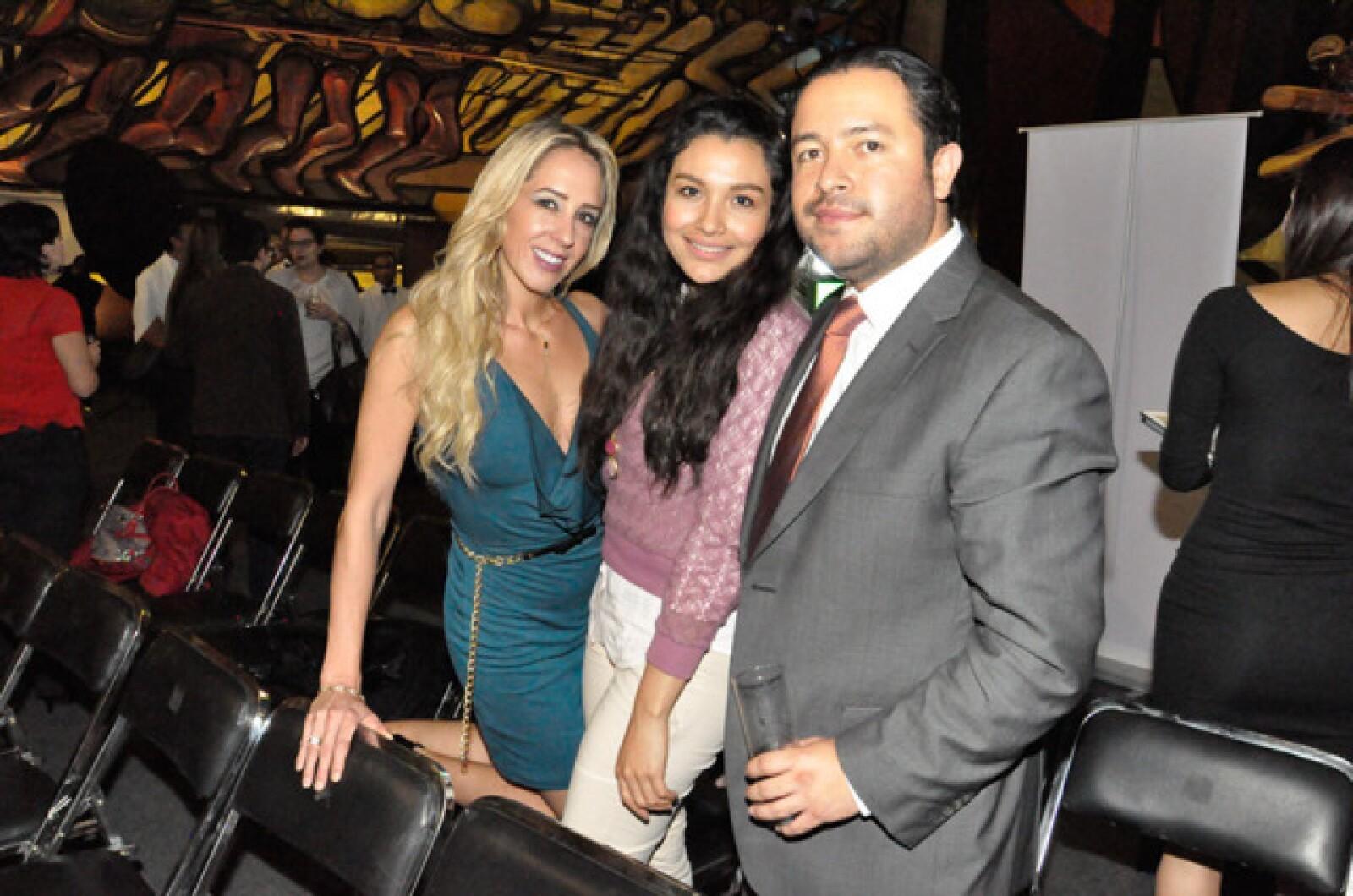 Verónica González,Marcela Hernández y Jose Luis Sánchez