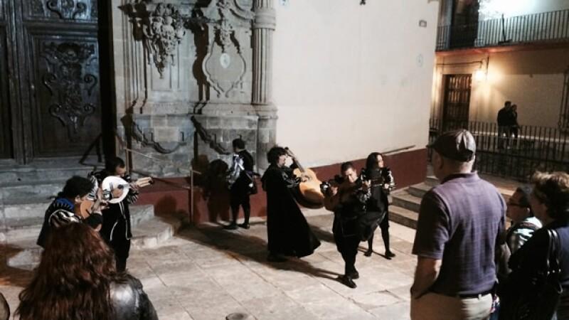 Fotos de las callejoneadas, la vitrina y Descubriendo a Shakespeare
