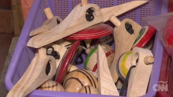 Artesanos piden a los Reyes Magos que regalen juguetes tradicionales mexicanos