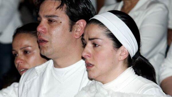 La actriz y cantante Lidia Ávila despidió con una misa en la Basílica de Guadalupe a su pequeña hija Sofía, quien tras varios meses de delicada salud falleció este sábado.