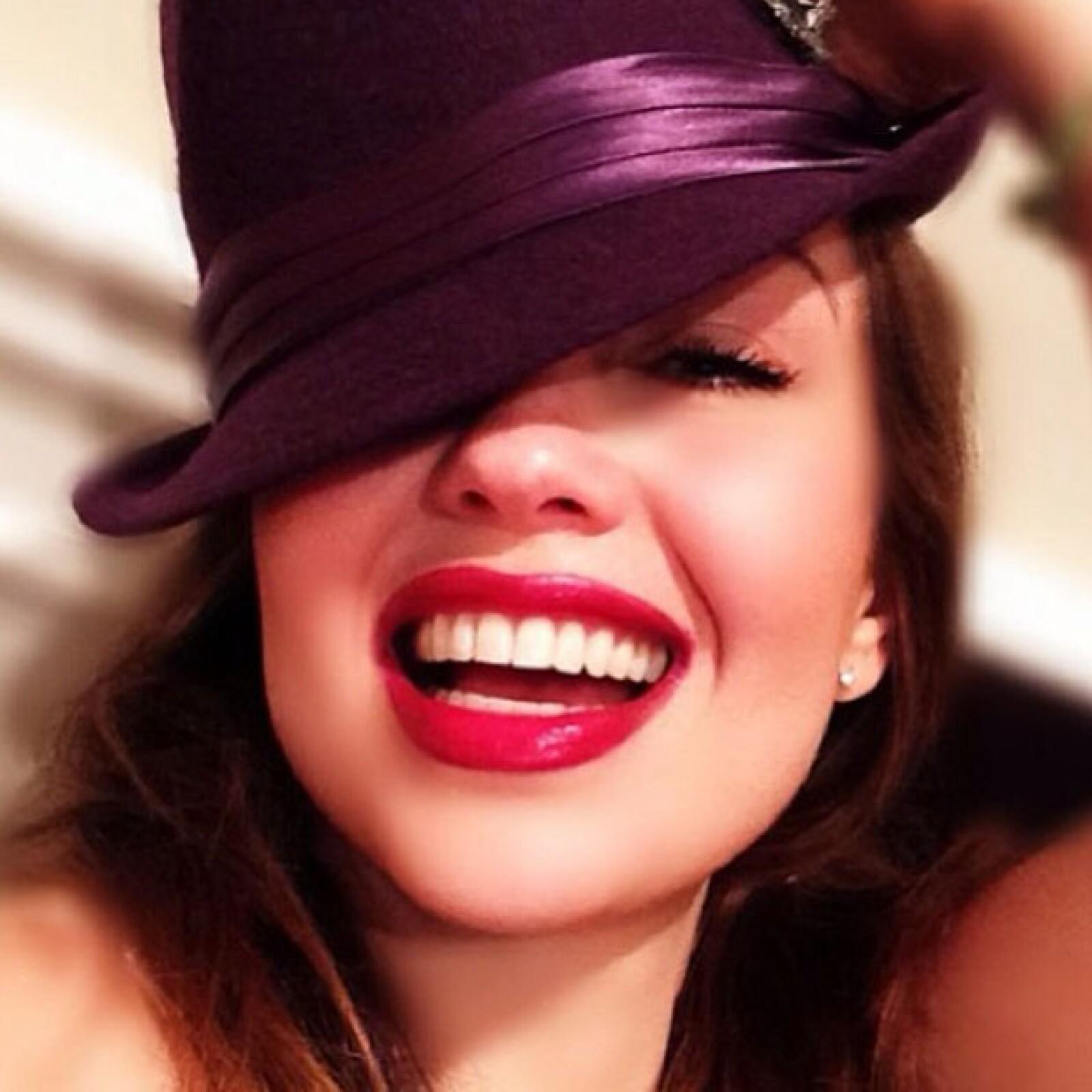 `Feliz día del amoooor! Feliz día de la amistad! Los amooo mis amores, mis amigos virtuales´, posteó Thalía en Twitter.