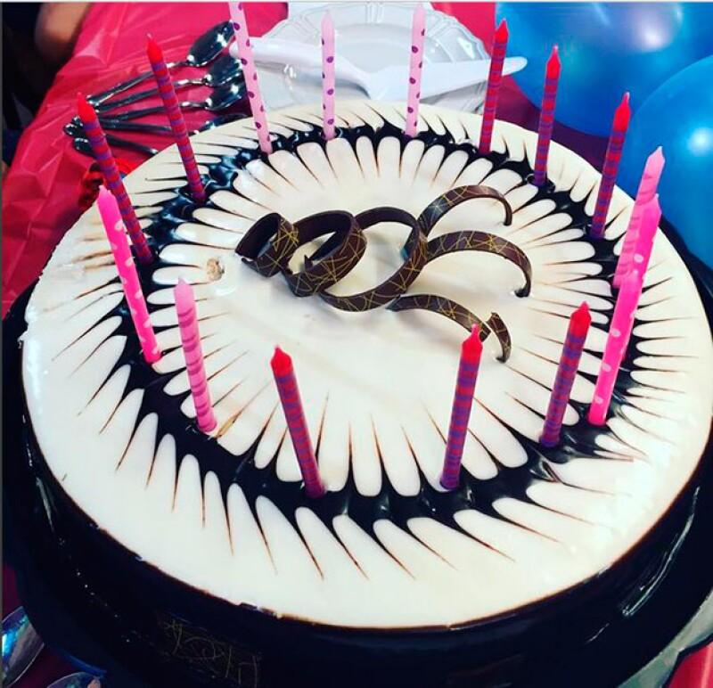 La actriz compartió esta fotografía de su pastel.