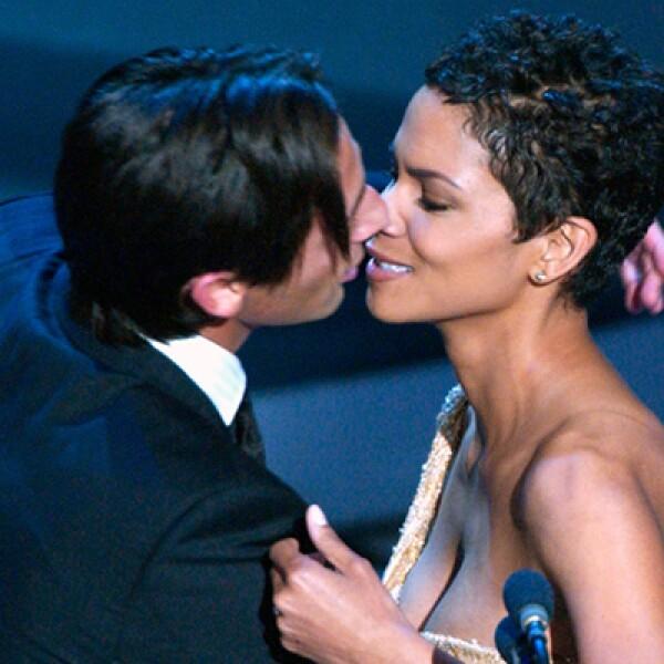En 2003 el actor Adrien Brody  besó a Halle Berry tras recibir el Oscar por su interpretación en la cinta El Pianista.