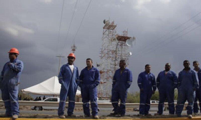 Se recaban testimonios de los trabajadores para esclarecer las causas de la explosión. (Foto: Reuters)