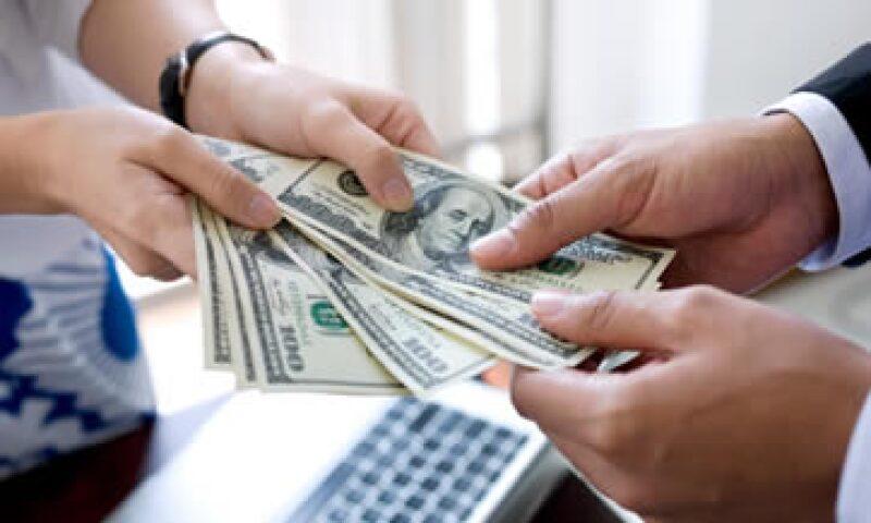 La remesa promedio en marzo fue de 303.72 dólares. (Foto: Getty Images)
