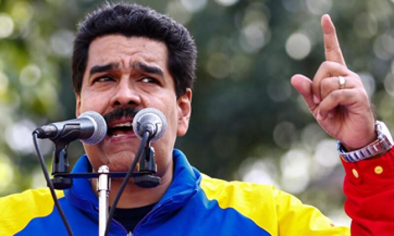El Gobierno de Nicolás Maduro encareció el dólar que pagan los venezolanos para viajes y envío de remesas familiares. (Foto: Reuters)