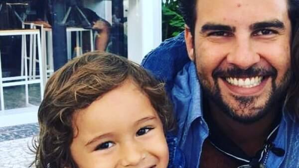 Gerardo Bazúa y su hijo Eros