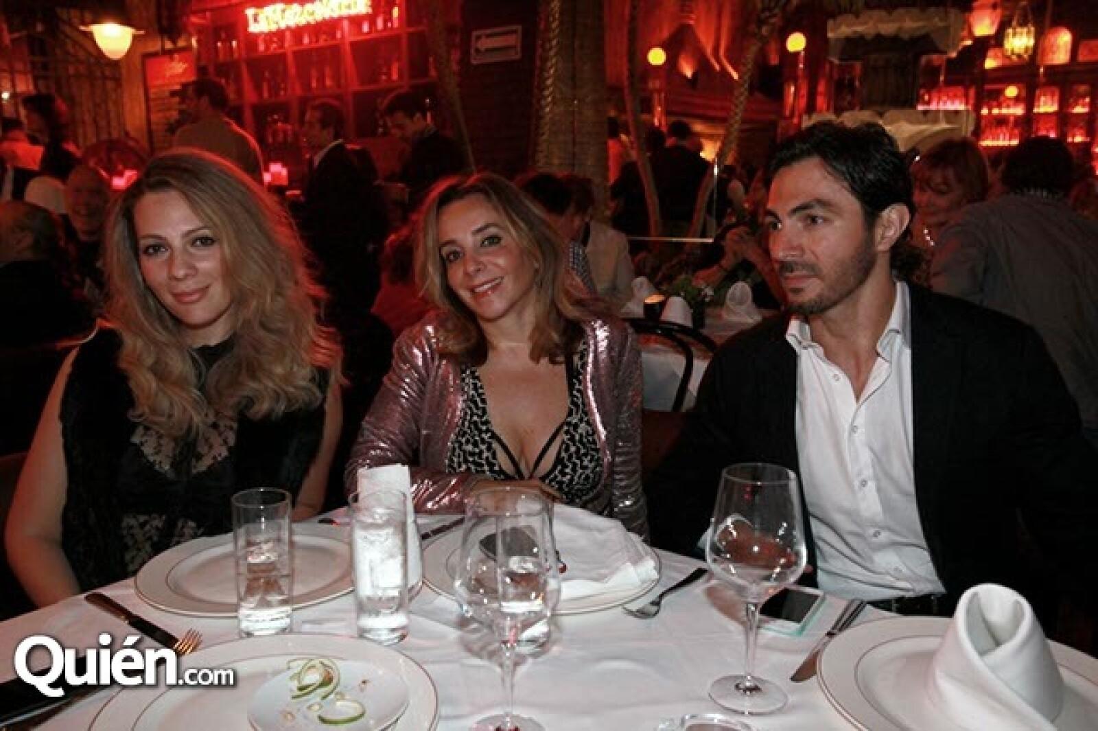 Zarina Rivera,Luisa Serna y Miguel Álvarez
