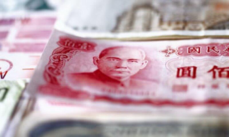 EU pide a China que permita al yuan cotizar libremente y adoptar medidas para reducir su enorme superávit comercial. (Foto: Thinkstock)