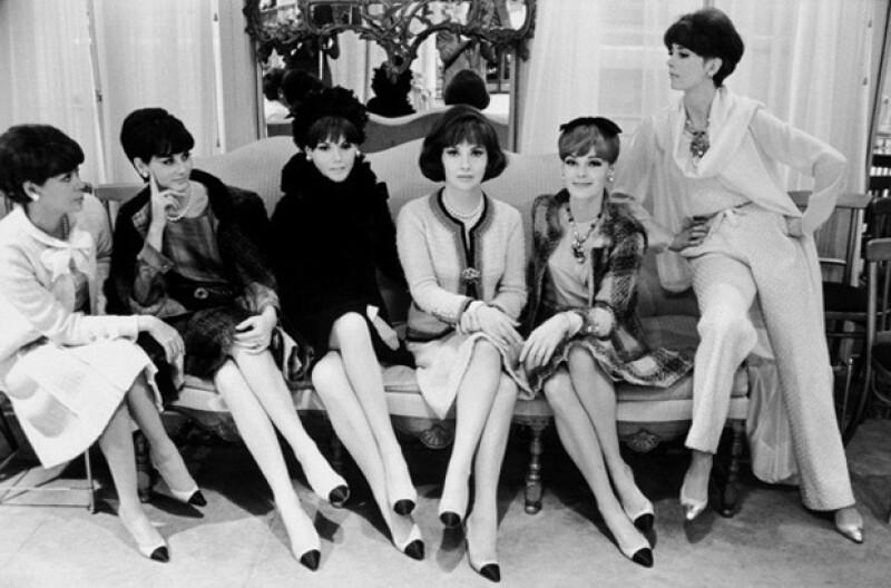 La zapatillas de bicolor fueron creadas por Chanel para disimular sus largos pies.