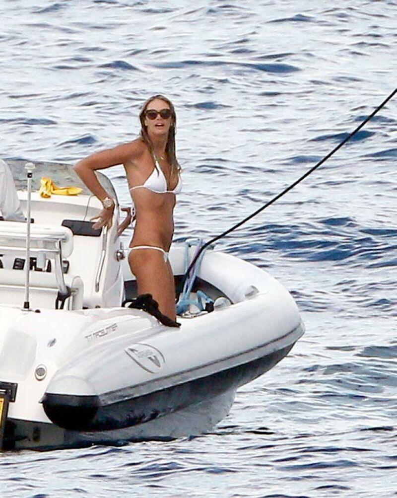 No cabe duda que la modelo y madre de dos hijos se mantiene más joven, atlética y radiante que nunca, siendo una de las mujeres más sexys del verano al lucirse en St. Tropez.