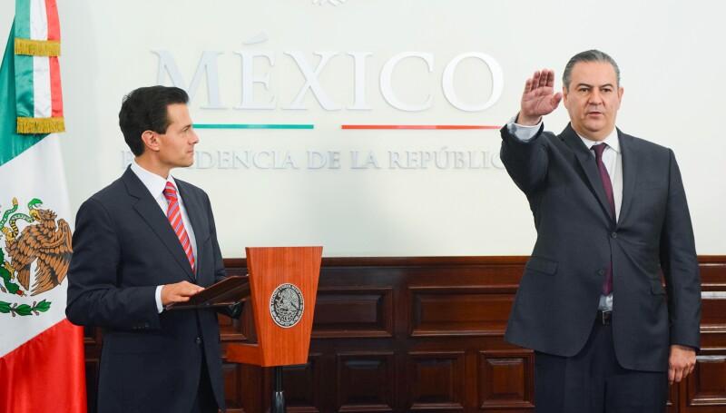 El empresario, expresidente de la Confederación Patronal de la República Mexicana (Coparmex), rindió protesta este viernes como Autoridad Federal de las Zonas Económicas Especiales, ante el presidente Enrique Peña Nieto.