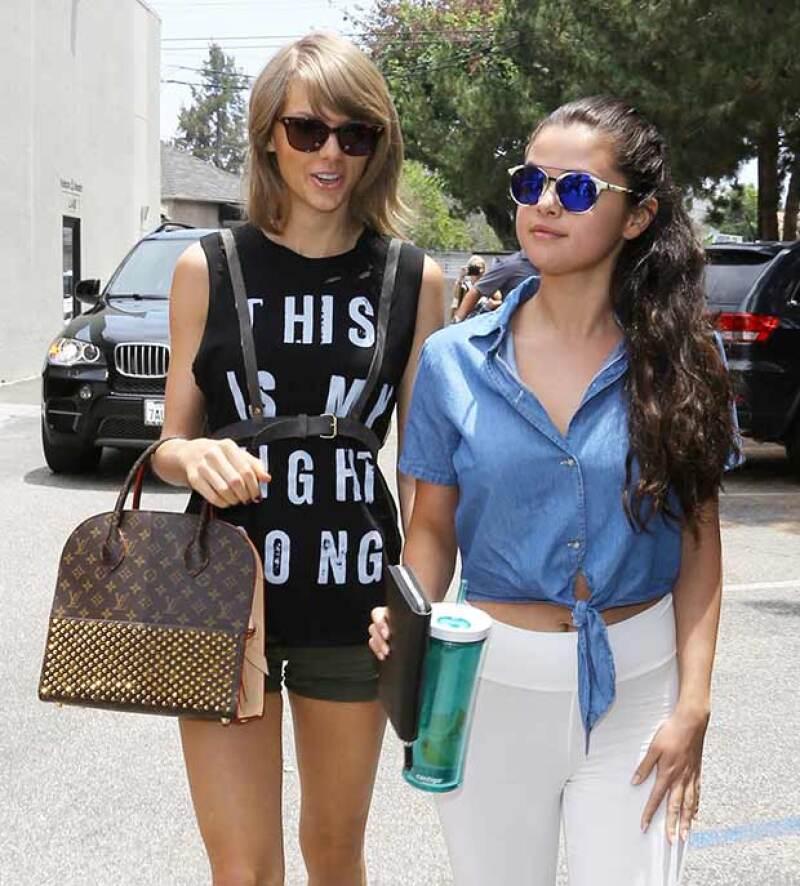Las cantantes fueron vistas derrochando estilo en West Hollywood tras haberse reunido para comer juntas.