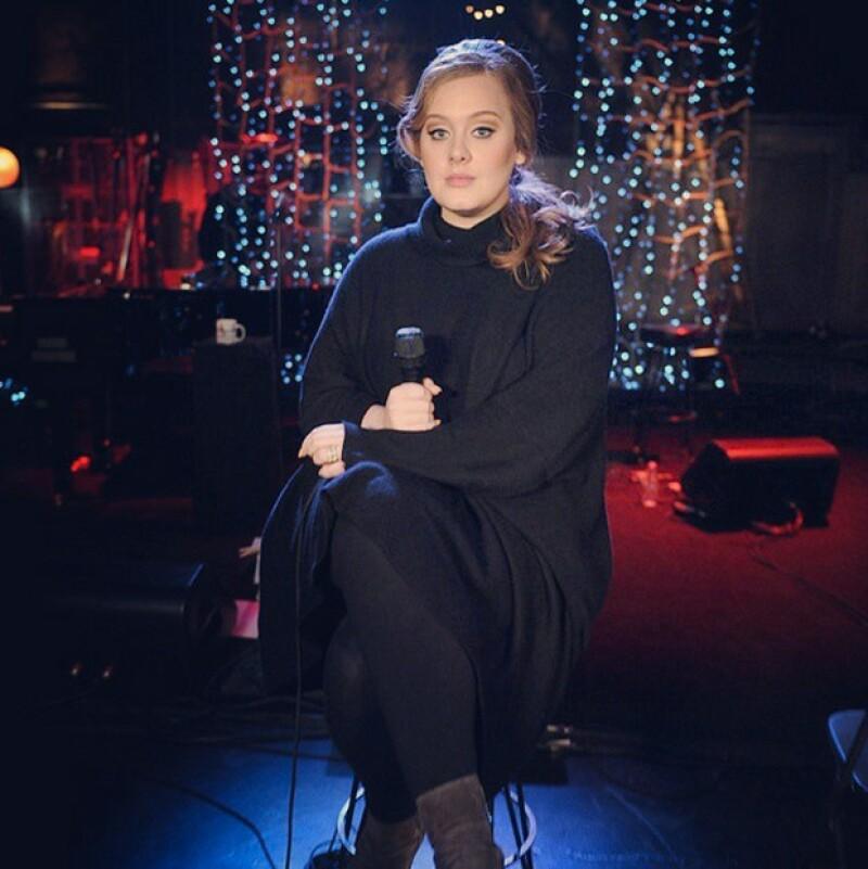 Nadie puede imitar a Adele mejor que ella misma, y así fue como unas cuantas de sus fans se llevaron la sorpresa de sus vidas en un programa de la BBC.