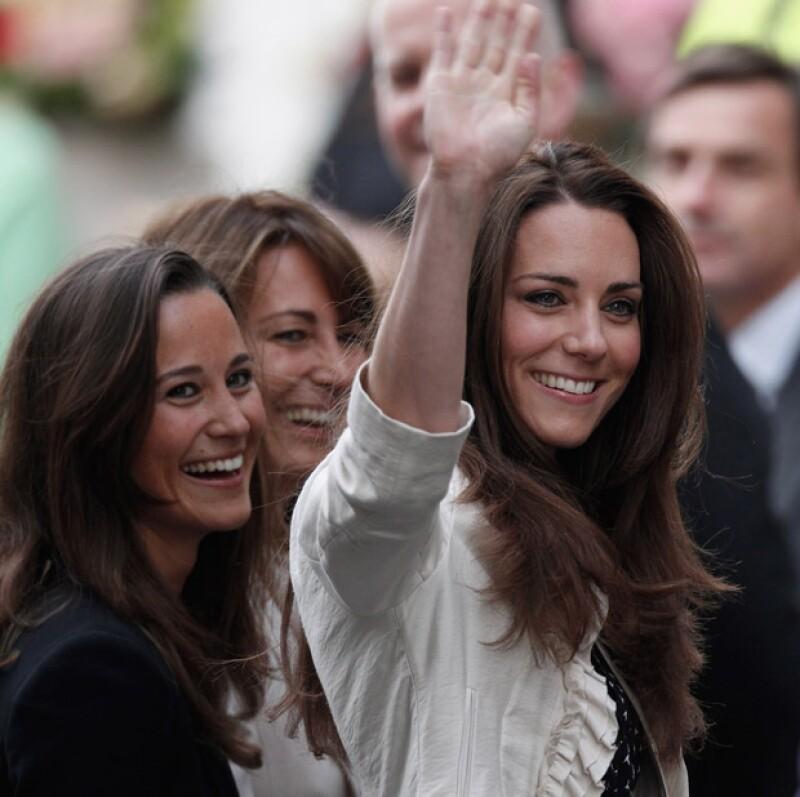 Medios aseguran que la sobreprotección de la madre de la duquesa de Cambridge sobre ella y su hermana Pippa es evidente.