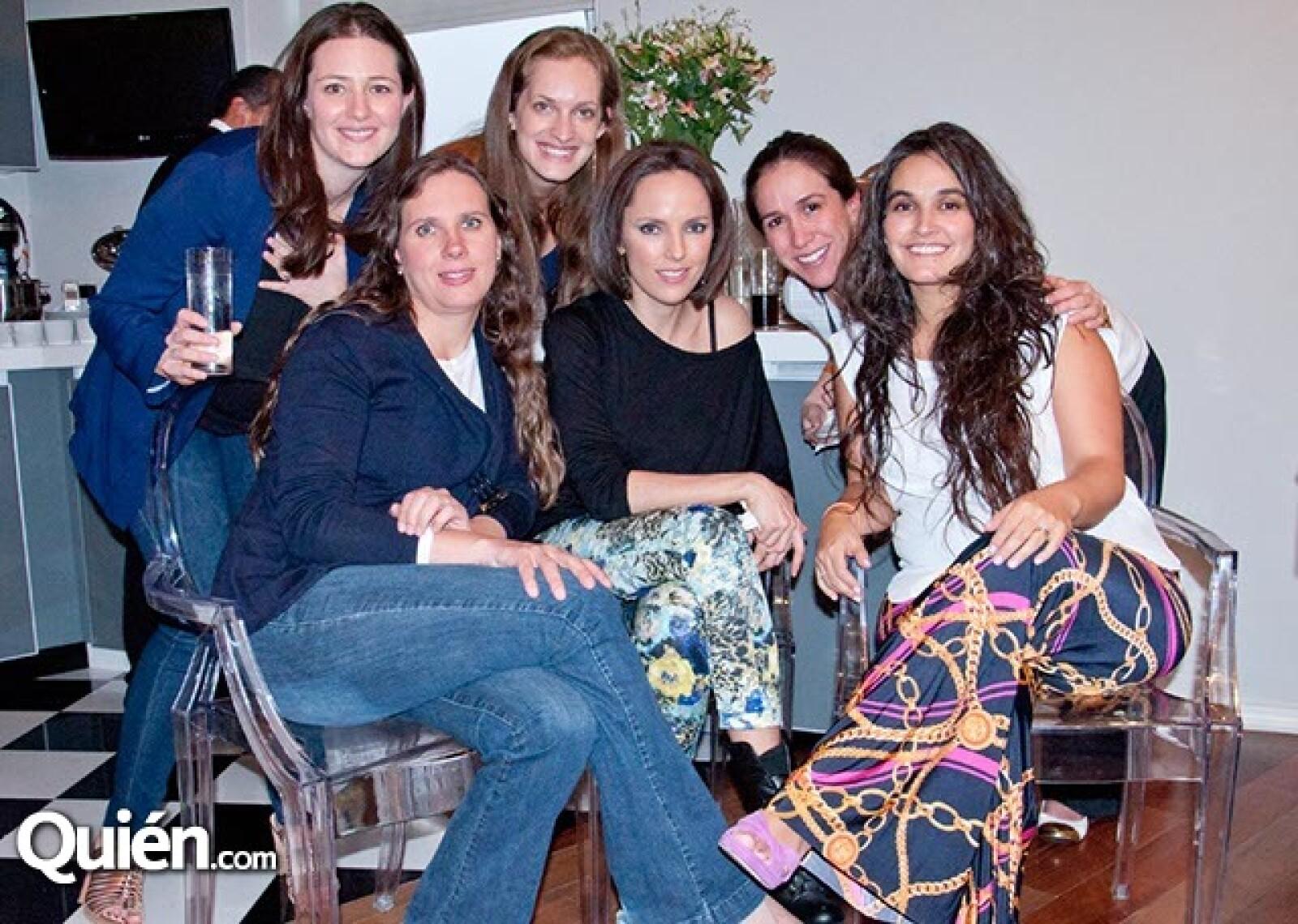 Johana Keller, Claudia Martínez, Grazi Gramillati, Natalia Fernández, Roxana y Charo Islas