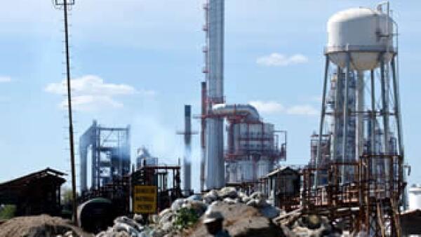 La nueva refinería que construirá Pemex requerirá una inversión superior a los 9,000 mdd. (Foto: Archivo AP)