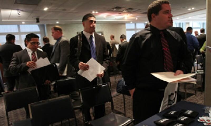 En general, las tasas de desempleo estatales y regionales bajaron en septiembre. (Foto: AP)