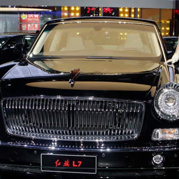 Nissan, Toyota y otros fabricantes usan el Auto Show 2012 para presentar sus sedanes de lujo y camionetas deportivas dirigidas a los compradores chinos. Este es el nuevo modelo de la limosina Hongqi L7.