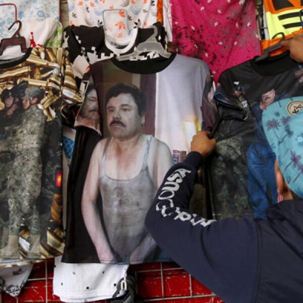 En las calles, se venden playeras con la cara del exlíder del Cártel de Sinaloa.