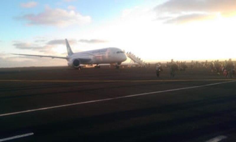 El vuelo cambió la ruta luego unas 4 horas de vuelo, según el usuario de la red social. (Foto: Tomada de @charlylopezlop )