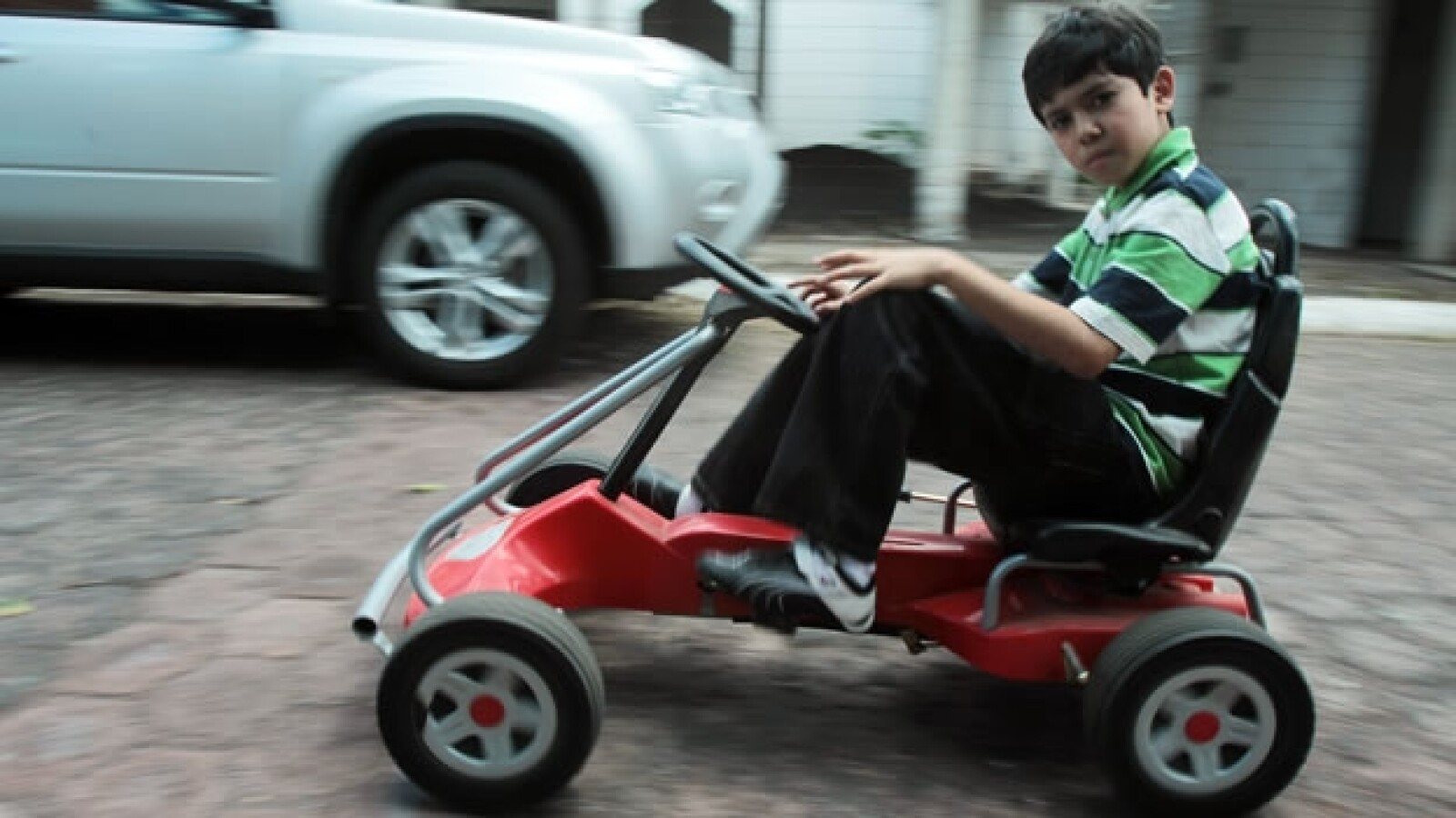 Luis Roberto Ramirez Alvarez en un carrito
