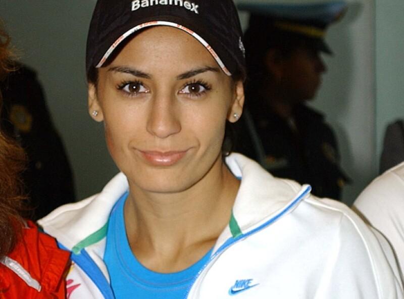 Paola Espinosa nació en La Paz, Baja California Sur.