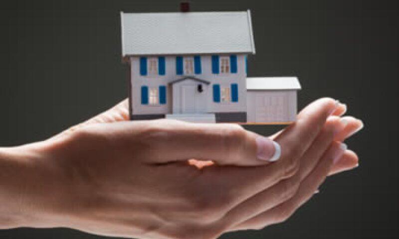 Si el valor de la casa rebasa el límite establecido, el contribuyente todavía puede exentar el ISR si demuestra que habitó el inmueble cinco años anteriores a la venta. (Foto: Getty Images)