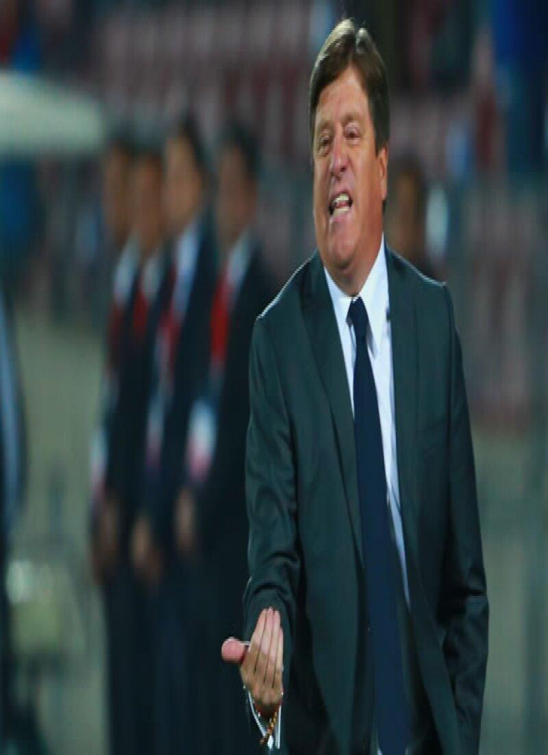 """Tras ser cesado de sus funciones como DT de la Selección Nacional, el """"Piojo"""" pidió disculpas a la afición, a los jugadores y a la prensa por el """"penoso incidente"""" que tuvo con Martinoli."""