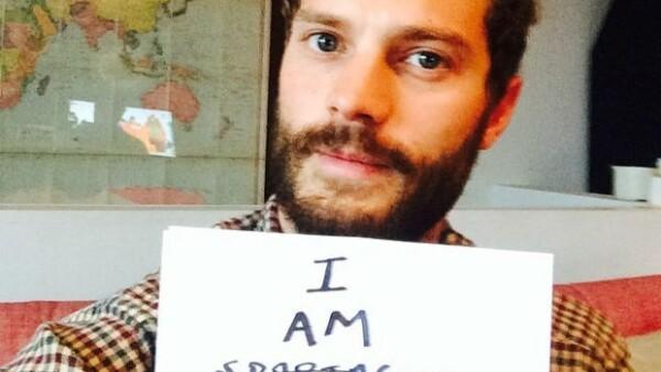 """El protagonista de """"50 shades of Grey"""" se unió a la red social con una selfie, logrando 160 mil seguidores con una única fotografía."""