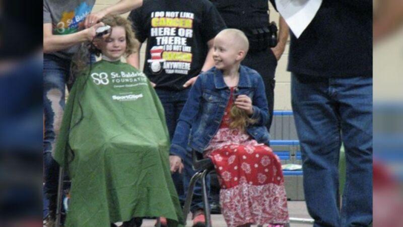 La mejor amiga de Marlee Pack, una niña diagnosticada con cáncer alveolar, organizó un evento masivo en solidaridad con ella.